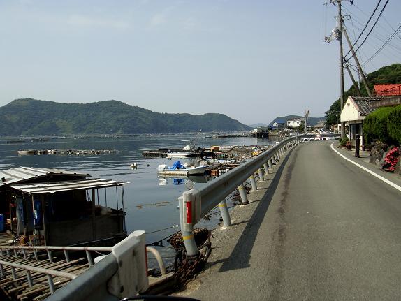12 こんな漁村をいくつも通ります.JPG