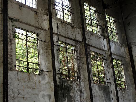 刑務所の窓みたい.JPG